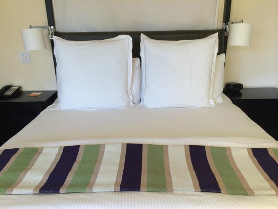Carneros Resort and Spa: bed