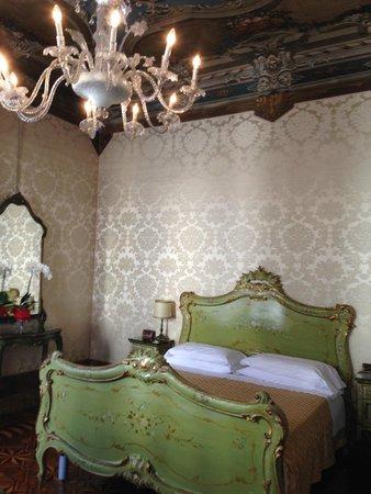 Hotel Palazzo Abadessa: room interior