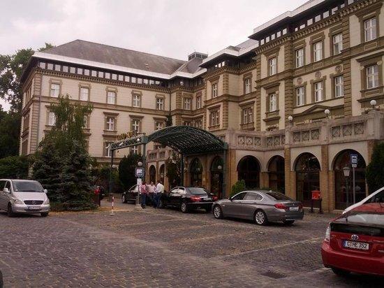 Danubius Grand Hotel Margitsziget: Vue de l'extérieur