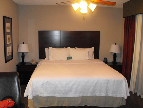 Homewood Suites by Hilton Indianapolis Northwest: bedroom area