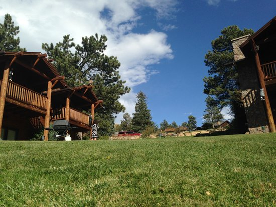 Black Canyon Inn: A view from the lawn