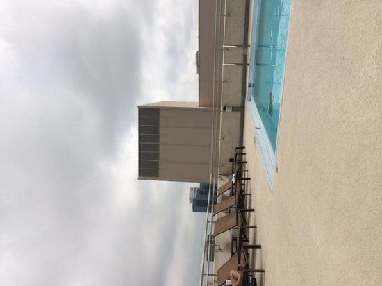Omni Jacksonville Hotel: pool on 4th floor, not rooftop as advertised. LOL