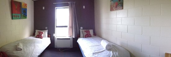 Around the World Backpackers: twin room