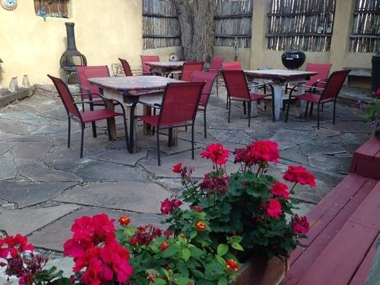 Taos Lodging Vacation Properties: patio area adjacent to hot tub