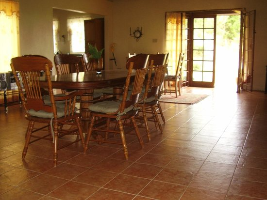 Teresinajamaica: Eight people dining area