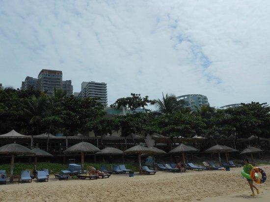 Resort Intime Sanya : Вид с пляжа