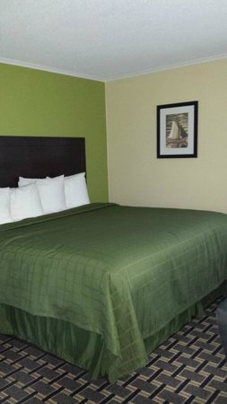 Quality Inn Barre/Montpelier: King Size Bed