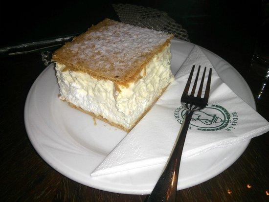 Budavar Ruszwurm Cukraszda : Ruszwurm Cream Pastry