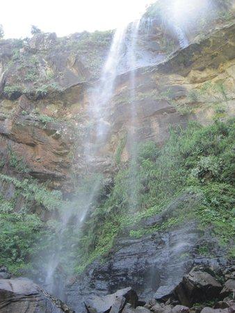 Pinaisara Falls : 滝下から