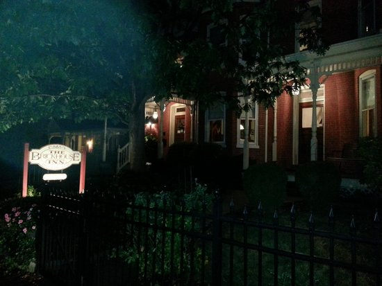 Brickhouse Inn Bed & Breakfast : Brickhouse Inn after hours.