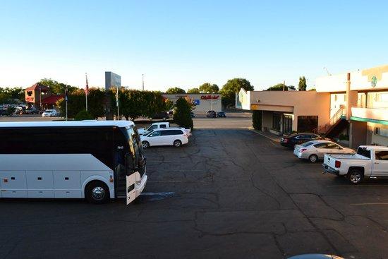 BEST WESTERN Turquoise Inn & Suites: Parking Lot