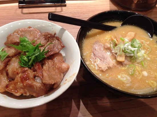 Menya Kaiko Shinchitose Airport : ホエー豚丼&半ラーメン