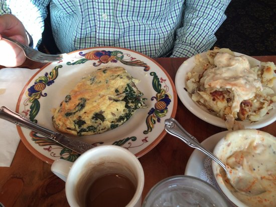 The Maple Counter Cafe: Fluffy Florentine omelet.