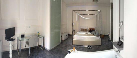 Hotel Santa Brigida: Room 9, Deluxe. I felt like I was in an art gallery. Loved it!