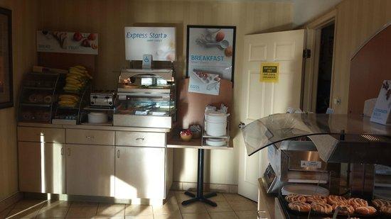 Central Inn & Suites: Breakfast room