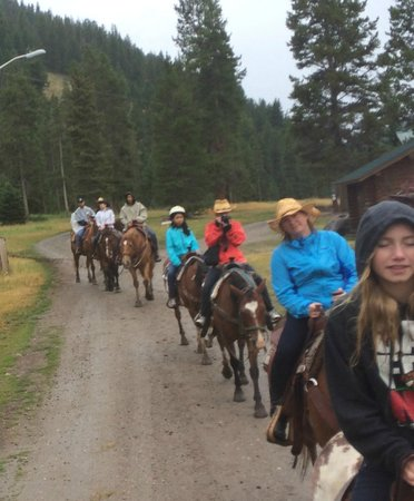 320 Guest Ranch: Trail ride