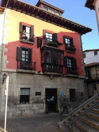 Hotel Palacio Oxangoiti : Exterior