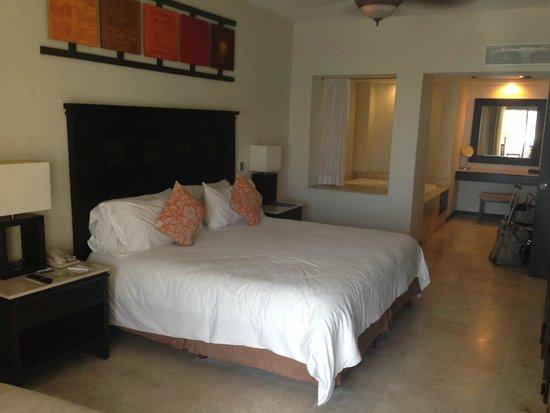 Casa Dorada Los Cabos Resort & Spa: Bedroom, great for all your sleep needs!
