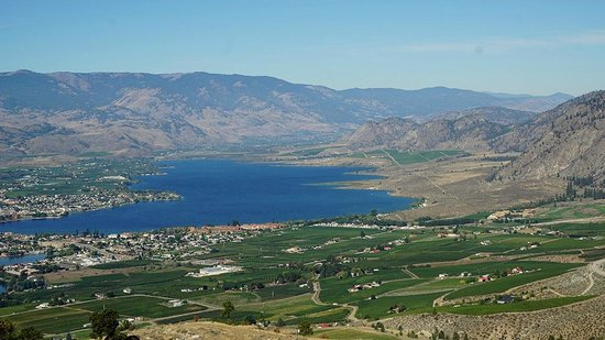 Anarchist Mountain Lookout: View of Anarchist Lookout over Osoyoos lake.