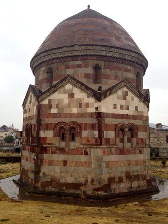 Three Tombs : Tomb