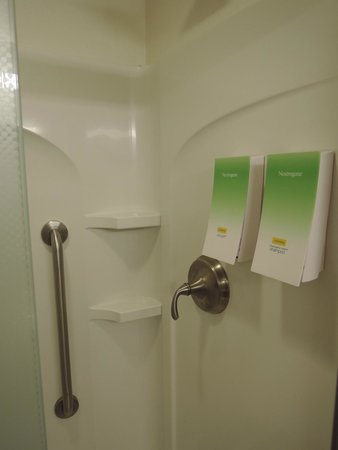 Home2 Suites by Hilton Philadelphia - Convention Center, PA: bathroom