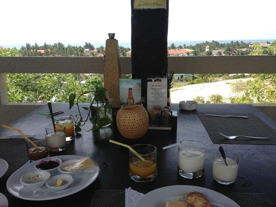 Mui Ne Hills Budget Hotel: Breakfast time