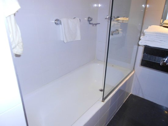 Amerian Cordoba Park Hotel: Banheiro da suíte