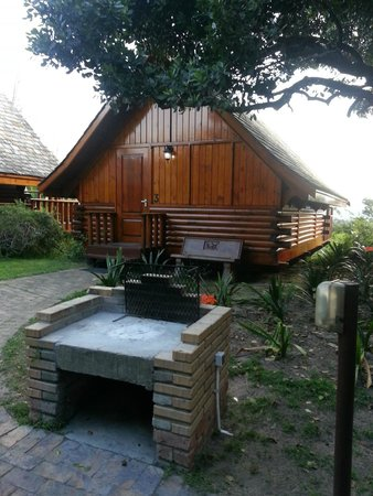 Abalone Lodges: Outside
