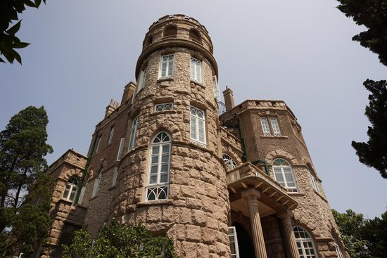 Huashi Villa (Huashi Lou) : 建物の真下から撮影