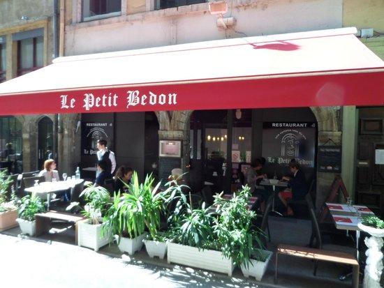 La terrasse et l 39 entr e picture of le petit bedon lyon for Restaurant terrasse lyon