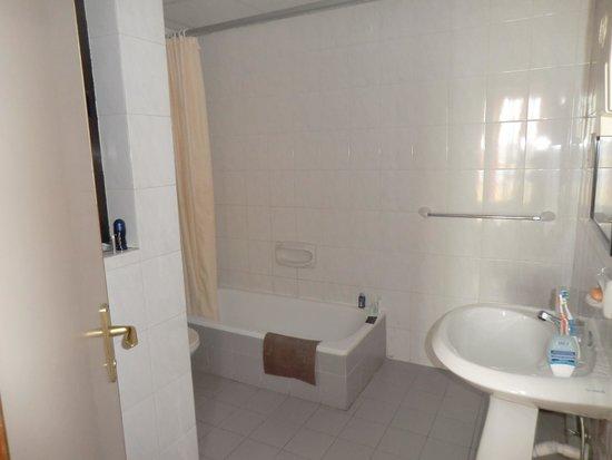Relax Inn Hotel: bagno