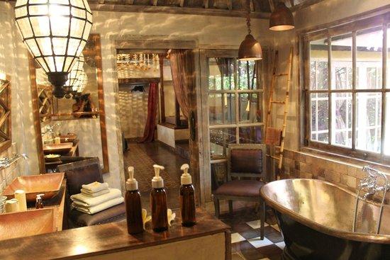 BALQUISSE Heritage Hotel: salle de bain
