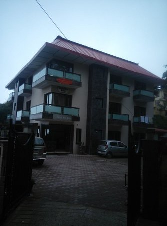 Silver Arch Hotel: Hotel front view