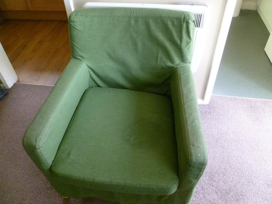 Nodes Point Holiday Park - Park Resorts: Large wet patch on the chair!