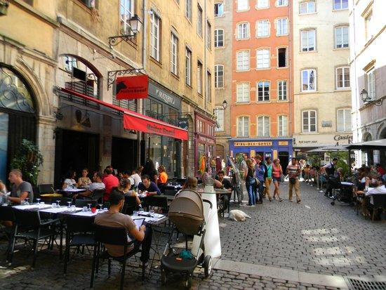 Vieux Lyon : уличное кафе