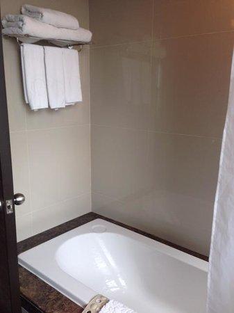 The Berkeley Hotel Pratunam : toilet
