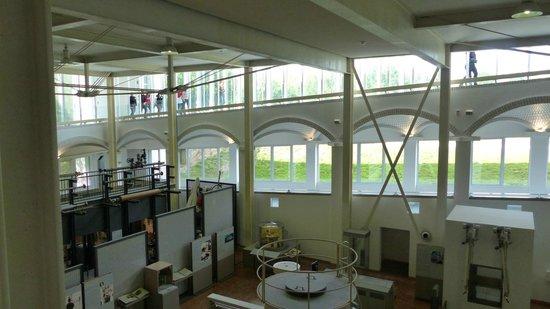 Technoseum Mannheim (ehemals Landesmuseum fuer Technik und Arbeit): Die wohl von Escher inspirierten Übergange der Etagen