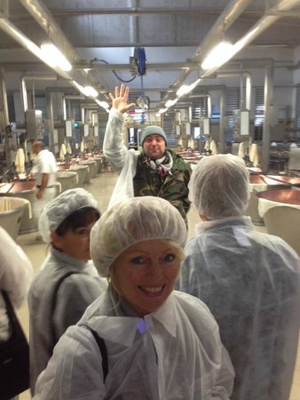 Italian Days Food Experience: High-energy guiding by Alessandro at cheese factory in Spilamberto