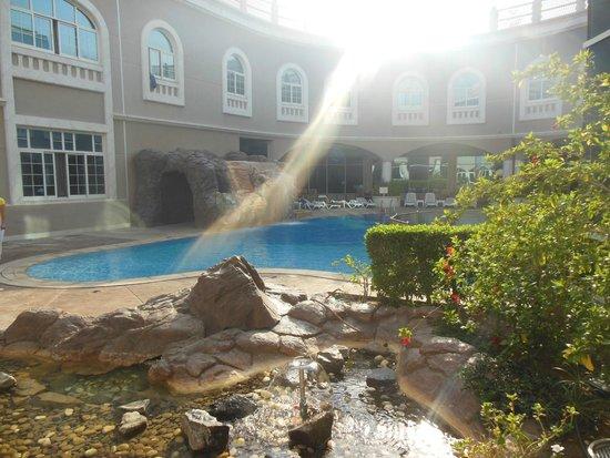 Sharjah Premiere Hotel & Resort : Pool area