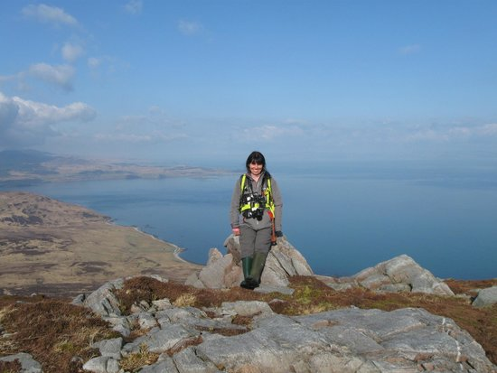 Bowmore, UK: Becky on top of Beinn Bheigier