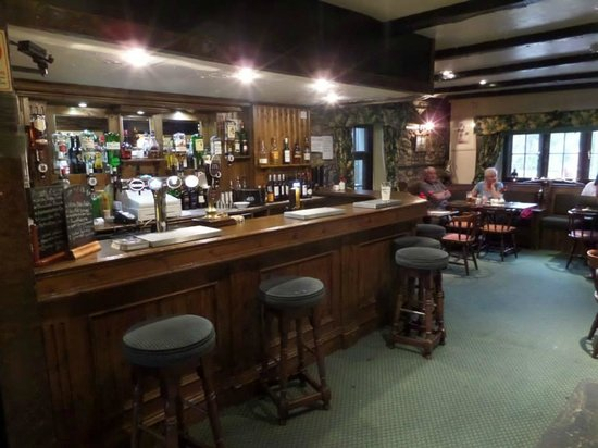 Lion & Unicorn Country House Hotel: The bar