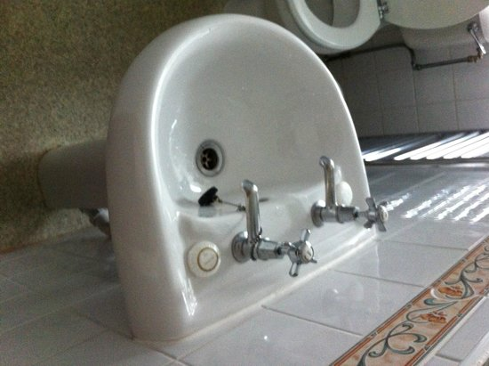 Royal Oak Hotel: Half tiny sink