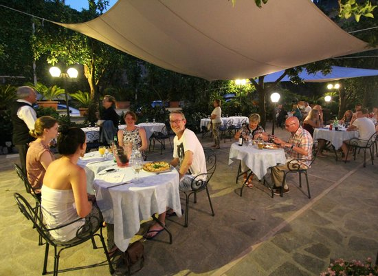 Hotel Florida: Special night in the garden area