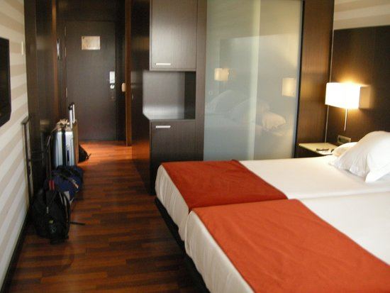 Hotel Zenit Pamplona : Our room
