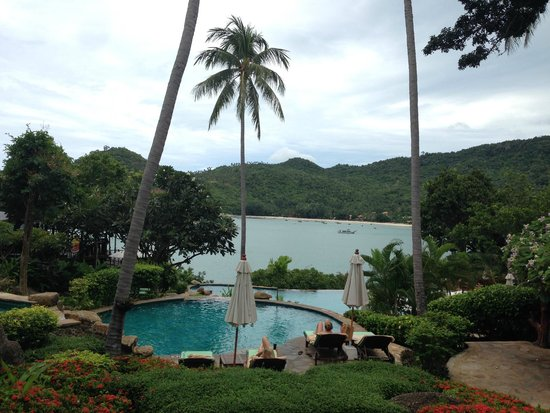 Panviman Resort - Koh Pha Ngan: Cascading pools overlooking the bay