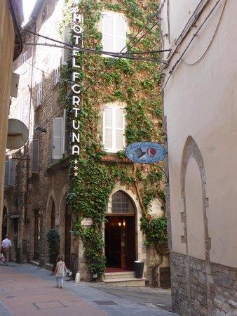 Hotel Fortuna: Hotel entrance