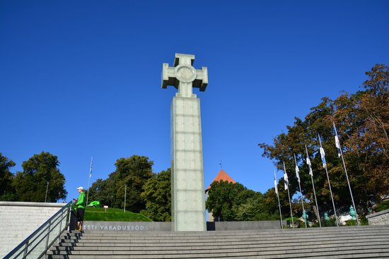 Vabaduse Monument: 十字架の記念碑