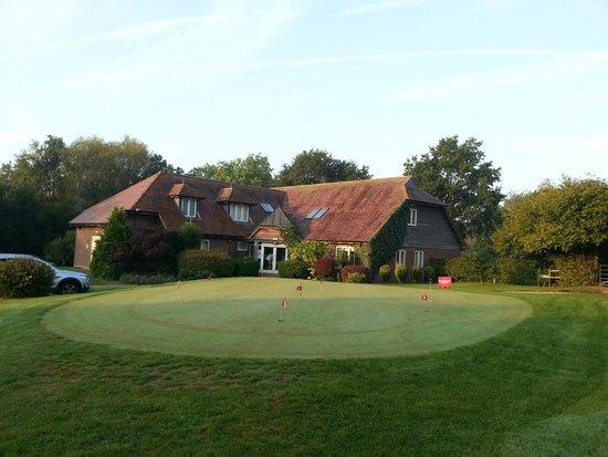 Sedlescombe Golf Hotel: vooraanzicht van het hotel