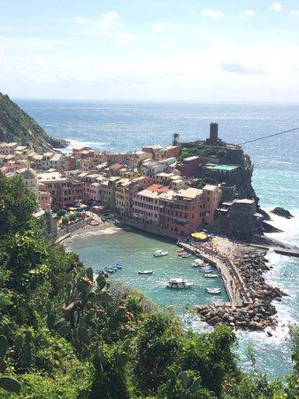 Footpath Monterosso - Vernazza: View walking into Vernazza