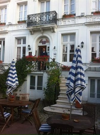 Hotel des Phares Logis: ready for a walk to the beach